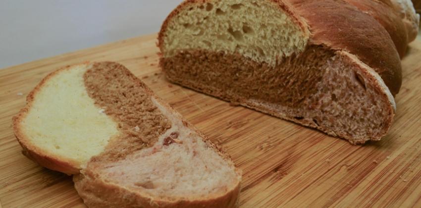 Pisan tribarvni kruh za veliko noč.
