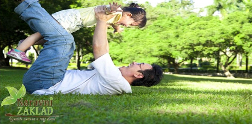 Vsaj 6 razlogov, zakaj bi morali otroci preživeti več časa v naravi